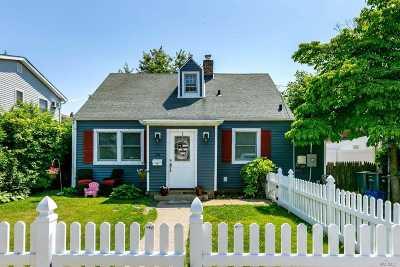 Port Washington Single Family Home For Sale: 28 Linwood Road S
