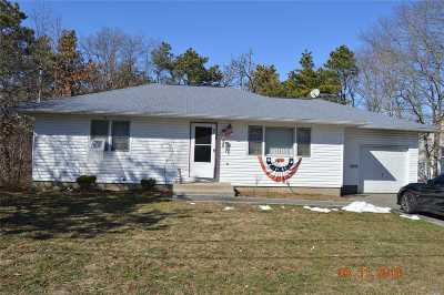 Patchogue Single Family Home For Sale: 41 W Woodside Ave