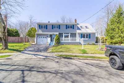 Sayville Single Family Home For Sale: 24 Bonnie Kay Ct