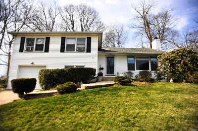 Port Washington Single Family Home For Sale: 27 Morewood Oaks