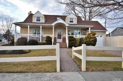 East Meadow Single Family Home For Sale: 1635 Edro Ct