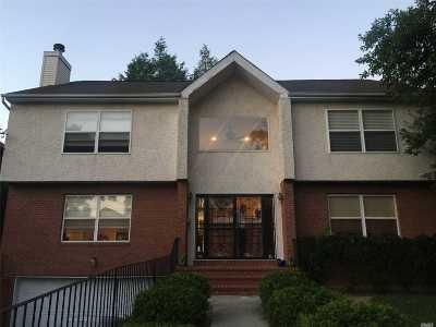Port Washington Single Family Home For Sale: 59 Oakland Ave
