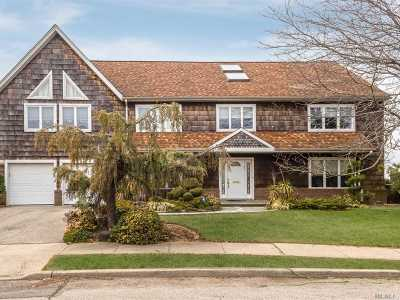Cedarhurst Single Family Home For Sale: 709 Park Ln