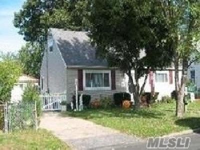 Copiague Single Family Home For Sale: 355 Abbington Ct