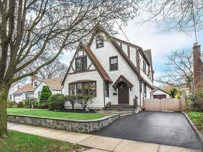 Port Washington Single Family Home For Sale: 92 Park Ave