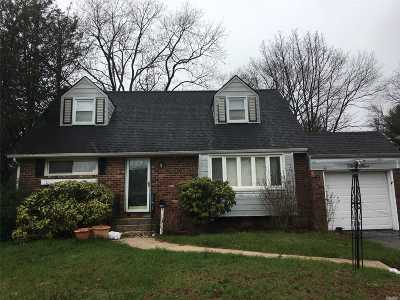 Farmingdale, Hicksville, Levittown, Massapequa, Massapequa Park, N. Massapequa, Plainview, Syosset, Westbury Single Family Home For Sale: 33 Preston Ln
