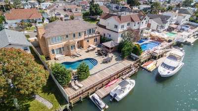Merrick Single Family Home For Sale: 2862 Bay Dr