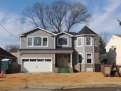Merrick Single Family Home For Sale: 1931 Horatio Ave