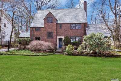 Port Washington Single Family Home For Sale: 50 Beacon Hill Rd