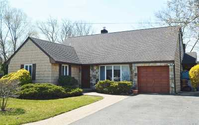 Malverne Single Family Home For Sale: 33 Gold Pl
