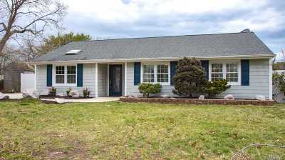 Selden Single Family Home For Sale: 15 Executive Rd
