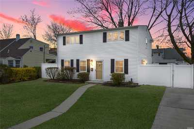 Levittown Single Family Home For Sale: 67 Hilltop Rd
