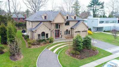 Roslyn Single Family Home For Sale: 36 Pebble Ln