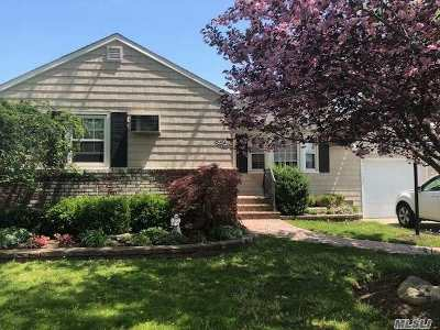 Farmingdale, Hicksville, Levittown, Massapequa, Massapequa Park, N. Massapequa, Plainview, Syosset, Westbury Single Family Home For Sale: 79 Bruce Ave