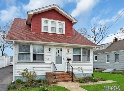 Freeport Single Family Home For Sale: 32 Westend Ave