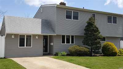 Levittown Single Family Home For Sale: 135 Stonecutter Rd