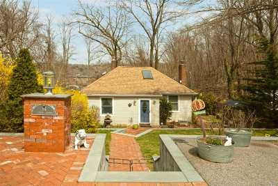 Huntington Single Family Home For Sale: 84 Jackson Ave
