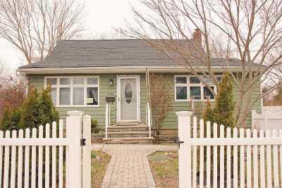 Bay Shore Single Family Home For Sale: 1742 Asharoken Blvd