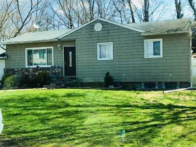 Central Islip  Single Family Home For Sale: 7 Pinetop Dr