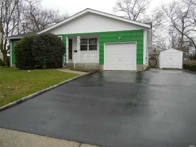 Patchogue Single Family Home For Sale: 320 Barton Ave
