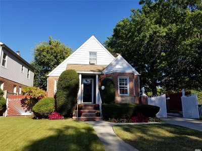 Flushing Single Family Home For Sale: 58-49 187th St