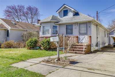 Lindenhurst Single Family Home For Sale: 719 S 5th St