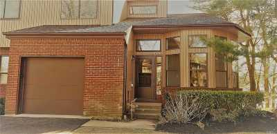 Holbrook Condo/Townhouse For Sale: 40 Timber Ridge Dr