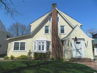 Rockville Centre Single Family Home For Sale: 25 Yorkshire Rd