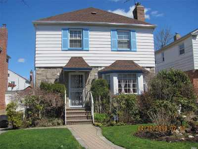 Fresh Meadows Single Family Home For Sale: 73-51 195th St