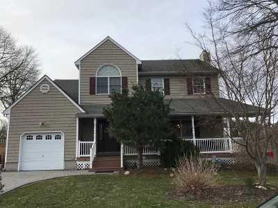 Selden Single Family Home For Sale: 17 Edna Ln