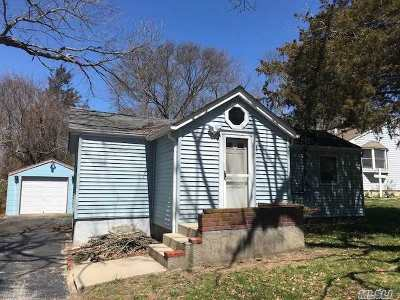 Selden Single Family Home For Sale: 87 Ferndale Ave