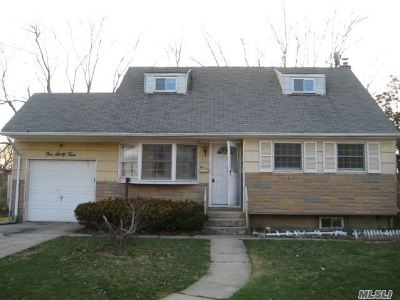 Brentwood Single Family Home For Sale: 164 Grand Blvd