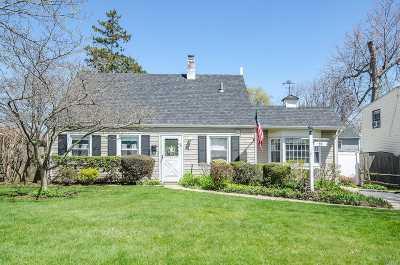 Levittown Single Family Home For Sale: 23 Cobble Ln