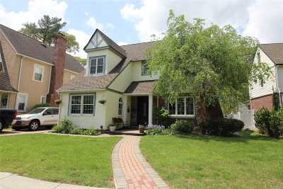 Rockville Centre Single Family Home For Sale: 10 Loel Ct