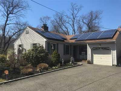 Bay Shore Single Family Home For Sale: 33 Montauk Dr