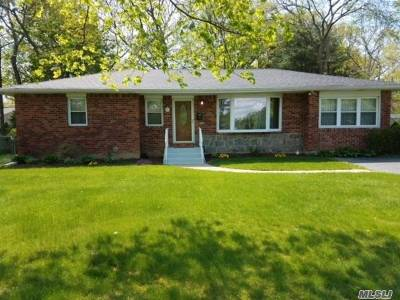 Smithtown Single Family Home For Sale: 76 Howell Dr