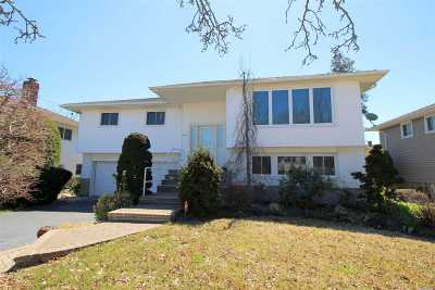 Bellmore Single Family Home For Sale: 2512 April Ln
