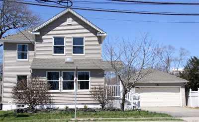 Islip Single Family Home For Sale: 13 Manhattan Blvd
