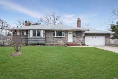 Smithtown Single Family Home For Sale: 67 Howell Dr