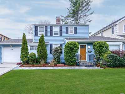 Roslyn Single Family Home For Sale: 259 Hillturn Ln