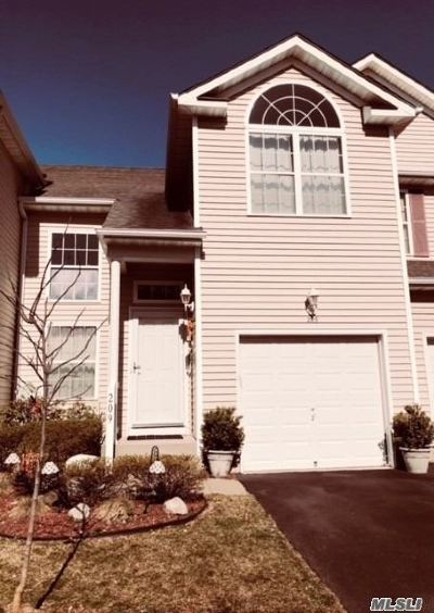 Medford Condo/Townhouse For Sale: 209 Kettles Ln