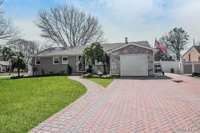 Holbrook Single Family Home For Sale: 278 Perimeter St