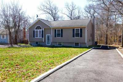 Medford Single Family Home For Sale: 76 Cedar Lane