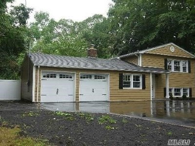Lake Ronkonkoma Single Family Home For Sale: 56 Smith St