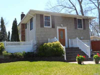 Ronkonkoma Single Family Home For Sale: 38 Forest St