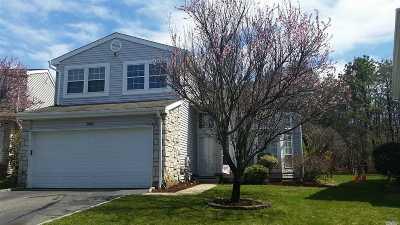 Holbrook Single Family Home For Sale: 244 Fairfield Dr