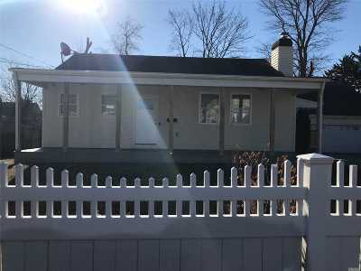 central Islip Single Family Home For Sale: 146 Saint Johns St