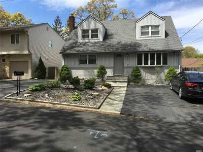 Huntington Single Family Home For Sale: 39 Homeland Dr