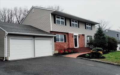 Kings Park Single Family Home For Sale: 98 Twin Oaks Dr