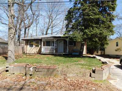 Wading River Single Family Home For Sale: 10 Laurel Ln